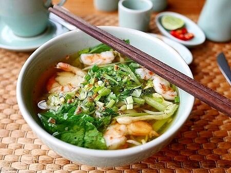 シェムリアップ プーム バイタン リゾート Phum Baitang Resort ホテル 田園 宿泊記 プール BAY PHSAR レストラン 食事 朝食 クイティウ