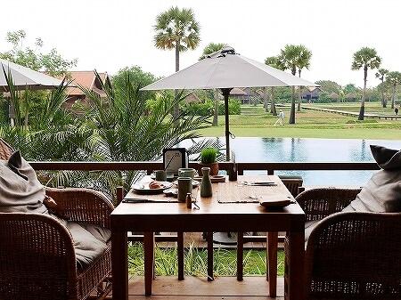 シェムリアップ プーム バイタン リゾート Phum Baitang Resort ホテル 田園 宿泊記 プール BAY PHSAR レストラン 食事 朝食