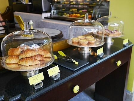 シェムリアップ パークハイアットホテル カンボジア The Glasshouse グラスハウス カフェ デリ ケーキ屋 アイスクリーム パン