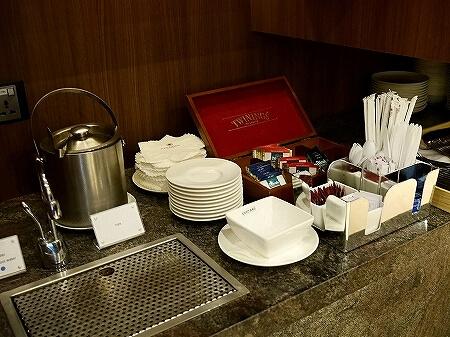 シェムリアップ国際空港 プラザプレミアムラウンジ Plaza Premium Lounge プライオリティパス カンボジア 食べ物 食事 紅茶