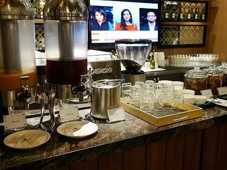 シェムリアップ国際空港 プラザプレミアムラウンジ Plaza Premium Lounge プライオリティパス カンボジア 食べ物 食事