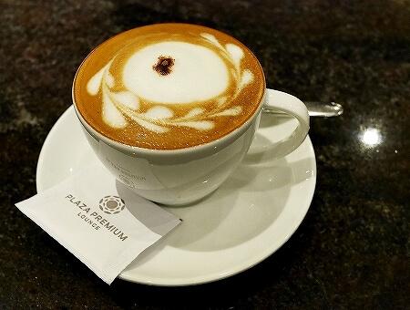シェムリアップ国際空港 プラザプレミアムラウンジ Plaza Premium Lounge プライオリティパス カンボジア カフェラテ コーヒー