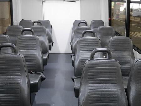 ハワイ 空港送迎 格安 ロバーツハワイ ホノルル シャトルバス 予約方法 乗り場 Roberts Hawaii 車内