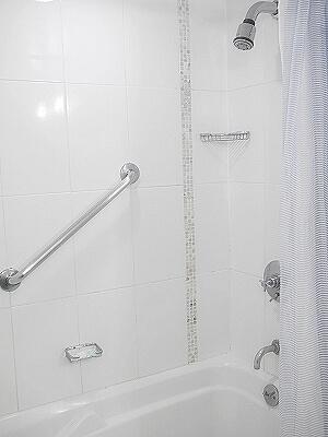 ハワイ ホノルル ワイキキ おすすめホテル アラモアナホテル Ala Moana Hotel 部屋 室内 コナタワー バスルーム シャワー