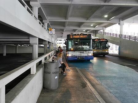 ハワイ アラモアナホテル 最寄り バス停 ザ・バス 場所 Mahukona St + Atkinson Dr