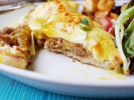 ハワイ ザ・ベランダ エッグベネディクト 朝食 THE VERANDA モアナサーフライダーホテル レストラン カルアポーク