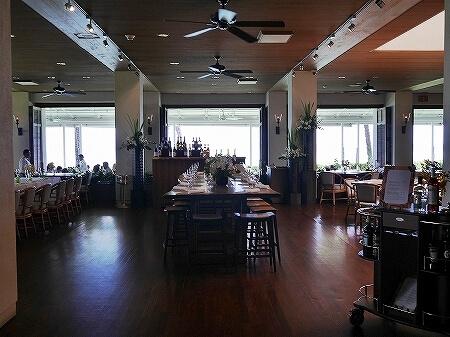 ハワイ ハレクラニホテル 朝食 オーキッズ エッグベネディクト おすすめ Orchids オーキッド 店内 室内 席