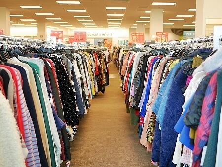 ハワイ ワードビレッジ ノードストローム・ラック Nordstrom Rack アウトレット 店内 洋服