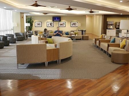 ハワイ ホノルル空港 ハワイアン航空ラウンジ プライオリティパス プルメリアラウンジ 場所 行き方