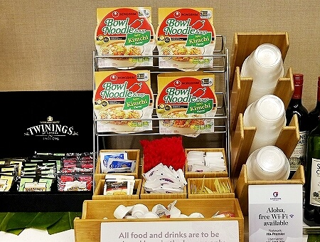 ハワイ ホノルル空港 ハワイアン航空ラウンジ プライオリティパス プルメリアラウンジ 場所 行き方 カップ麺 食べ物