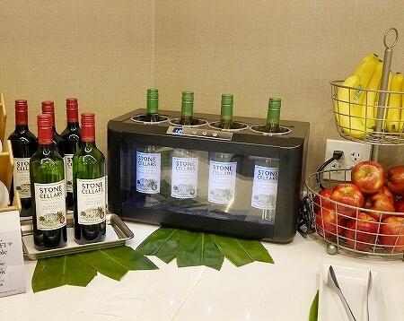 ハワイ ホノルル空港 ハワイアン航空ラウンジ プライオリティパス プルメリアラウンジ 場所 行き方 ワイン