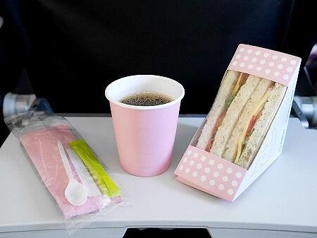 S7航空の機内食 成田-ウラジオストク S7 6282 S7 6281 サンドイッチ コーヒー 味