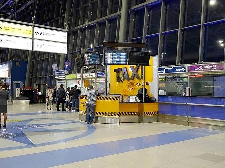 ウラジオストク空港 移動方法 タクシーカウンター 場所