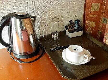 ウラジオストク ベルサイユホテル ヴェルサイユホテル 宿泊記 レビュー 口コミ 部屋 シングルルーム ロシア 湯沸かしポット ケトル