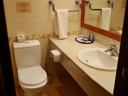 ウラジオストク ベルサイユホテル ヴェルサイユホテル 宿泊記 レビュー 口コミ 部屋 シングルルーム ロシア バスルーム 洗面所 トイレ
