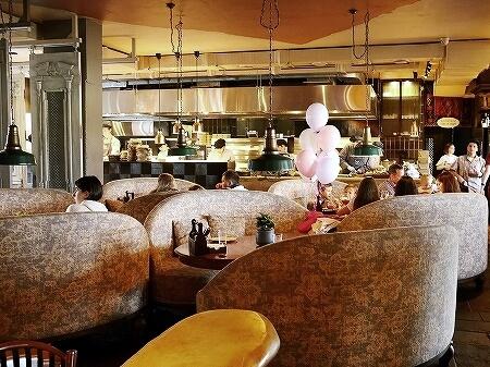 ウラジオストク 人気レストラン グルジンスキー・レストラン・スプラ・メオレ 姉妹店 Supra Супра Меоре 店内 席