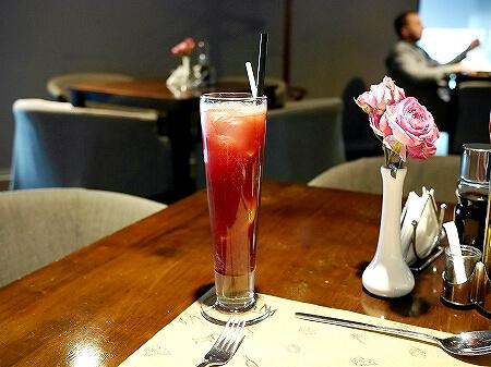 ウラジオストク Pizza M Cafe プリモリエホテル内のレストラン カフェ・ピッツァM カフェ・ピツツァ=ム ラズベリーレモネード