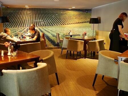 ウラジオストク Pizza M Cafe プリモリエホテル内のレストラン カフェ・ピッツァM カフェ・ピツツァ=ム 店内