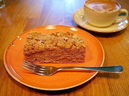 ウラジオストク ペカルニャ・ミシェリャ ナポレオンパイ Michel Bakery ミシェルベーカリー カフェ フラットホワイト