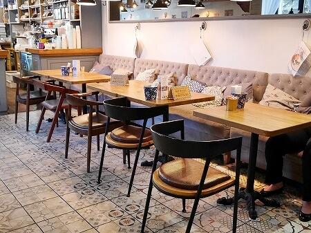 ウラジオストク ペカルニャ・ミシェリャ ナポレオンパイ Michel Bakery ミシェルベーカリー カフェ 店内
