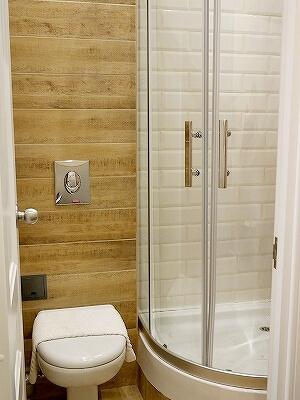ウラジオストク カムインホテル おすすめ ブティックホテル KamInn Hotel スタンダードダブルルーム 宿泊記 室内 バスルーム トイレ