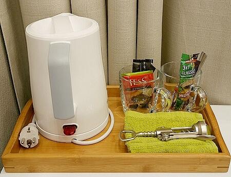 ウラジオストク カムインホテル おすすめ ブティックホテル KamInn Hotel スタンダードダブルルーム 宿泊記 室内 湯沸かしポット