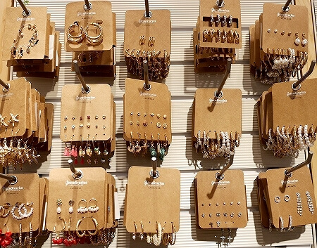 ウラジオストク 買い物  カリナモール おすすめ ショッピングモール お土産 ストラディバリウス Stradivarius ピアス