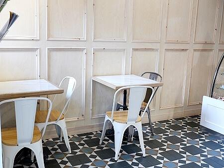 ウラジオストク フスピシュカ エクレア おすすめ カフェ 人気 店内 席 テーブル