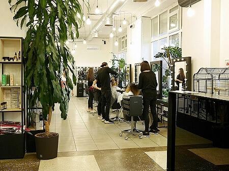 ウラジオストク ジェルネイル OPIUM ベルサイユホテル近く 美容院 ネイルサロン シャンプー 店内