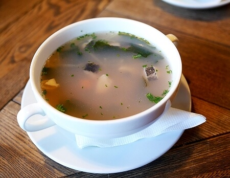 ウラジオストク グス・カラス ロシア料理 おすすめレストラン ウハー 魚のスープ