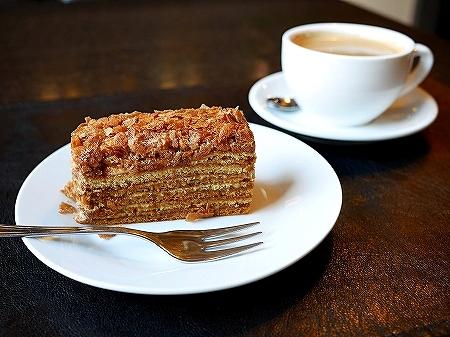ウラジオストク ショコラドニッツァ ШОКОЛАДНИЦА おすすめカフェ ロシア ケーキ メドヴィク はちみつのケーキ