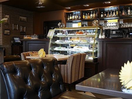 ウラジオストク ショコラドニッツァ ШОКОЛАДНИЦА おすすめカフェ ロシア 店内 席