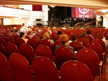 ウラジオストク フィラルモニアコンサートホール 音楽鑑賞 チケット購入方法 服装 フィラルモ二ヤ ドレスコード オーケストラ 席