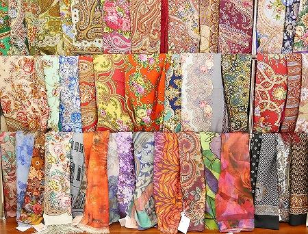 ウラジオストク おすすめお土産屋さん ブラッドギフツ ヴラドギフツ 店内 ショール ストール プラトーク スカーフ