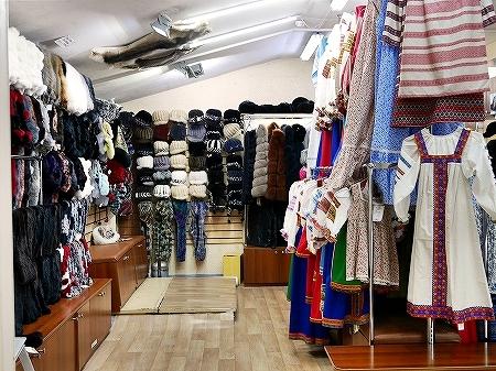 ウラジオストク おすすめお土産屋さん ブラッドギフツ ヴラドギフツ 店内 民族衣装 毛皮