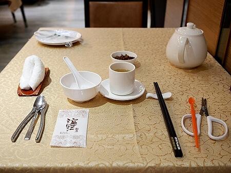 香港 蟹味噌 滬江大飯店 上海蟹 Wu Kong Shanghai Restaurant おすすめ 店内 一人旅 蟹フォーク