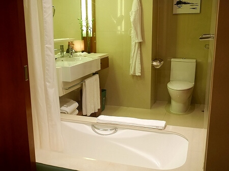 香港空港そば ノボテルシティゲート香港 おすすめホテル Novotel Citygate Hong Kong 宿泊記 レビュー スタンダードルーム室内 バスルーム