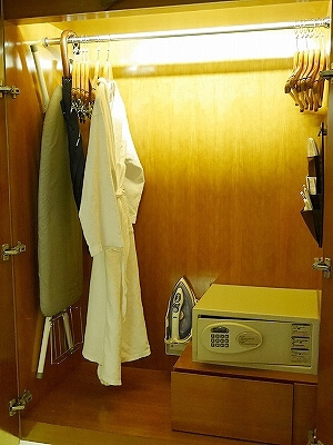 香港空港そば ノボテルシティゲート香港 おすすめホテル Novotel Citygate Hong Kong 宿泊記 レビュー スタンダードルーム室内 クローゼット