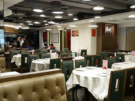 香港 老上海飯店 湾仔 上海蟹 蟹味噌麺 ヌードル 店内 席