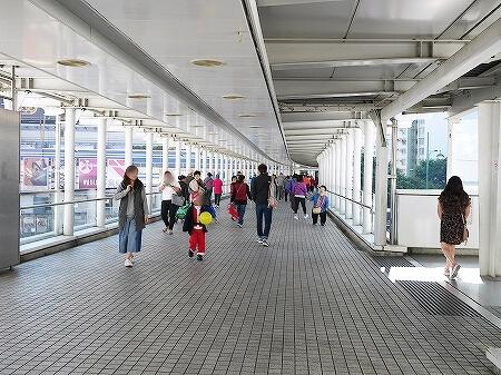 香港 市場 ローカルマーケット 富東街市 富東広場 Fu Tung Plaza 行き方 連絡橋