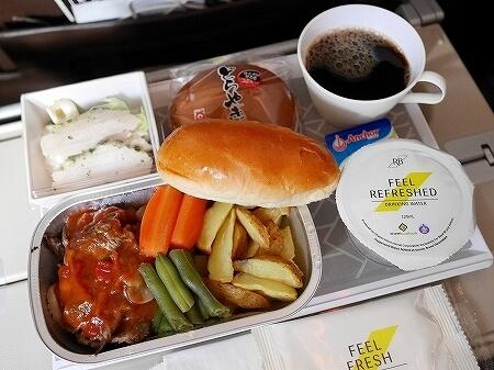 ブルネイ直行便 ロイヤルブルネイ航空搭乗記 成田-ブルネイ BI696 BI695 機内 席 機内食メニュー ビーフ