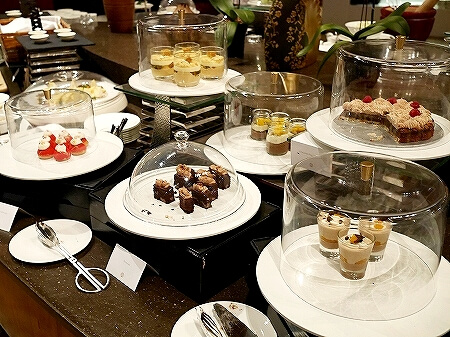 ブルネイ 7つ星ホテル エンパイアホテル 宿泊記 パンタイ ビュッフェディナー The Empire Brunei PANTAI  夕食 レストラン ブログ デザート