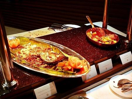 ブルネイ 7つ星ホテル エンパイアホテル 宿泊記 パンタイ ビュッフェディナー The Empire Brunei PANTAI  夕食 レストラン ブログ