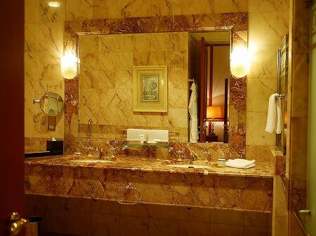 ブルネイ 7つ星ホテル エンパイアホテル宿泊記 スーペリアルーム ザ エンパイア ブルネイ ジ・エンパイア・ブルネイ The Empire Brunei ラグーンビル 部屋 室内 バスルーム