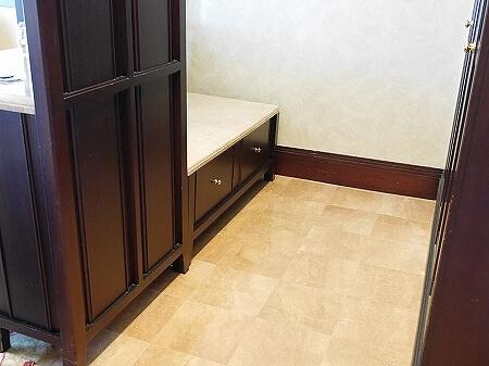 ブルネイの7つ星ホテル ジ・エンパイアホテル 宿泊記 オーシャンビュー デラックスルーム 室内 The Empire Brunei クローゼット