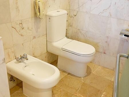 ブルネイの7つ星ホテル ジ・エンパイアホテル 宿泊記 オーシャンビュー デラックスルーム 室内 The Empire Brunei バスルーム トイレ