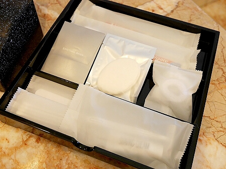ブルネイの7つ星ホテル ジ・エンパイアホテル 宿泊記 オーシャンビュー デラックスルーム 室内 The Empire Brunei バスルーム アメニティ