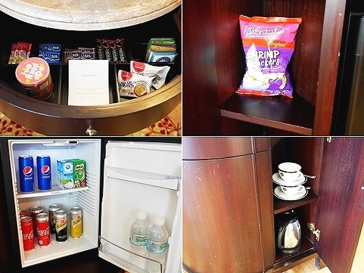ブルネイの7つ星ホテル ジ・エンパイアホテル 宿泊記 オーシャンビュー デラックスルーム 室内 The Empire Brunei ミニバー 冷蔵庫