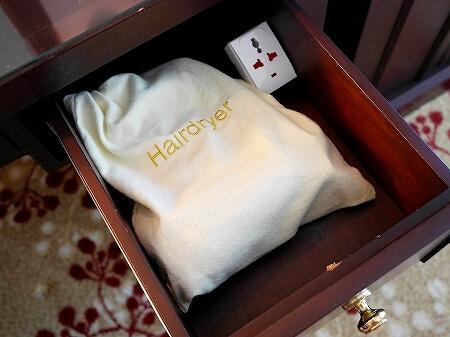 ブルネイの7つ星ホテル ジ・エンパイアホテル 宿泊記 オーシャンビュー デラックスルーム 室内 The Empire Brunei ドライヤー