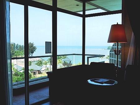 ブルネイの7つ星ホテル ジ・エンパイアホテル 宿泊記 オーシャンビュー デラックスルーム 室内 The Empire Brunei 景色 眺め